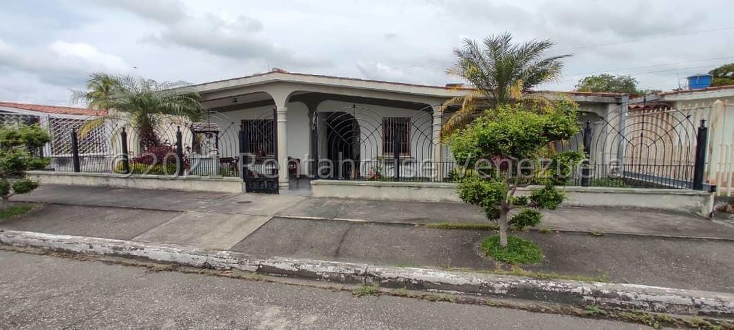 Casa Portuguesa>Araure>San Jose - Venta:45.000 Precio Referencial - codigo: 21-22251