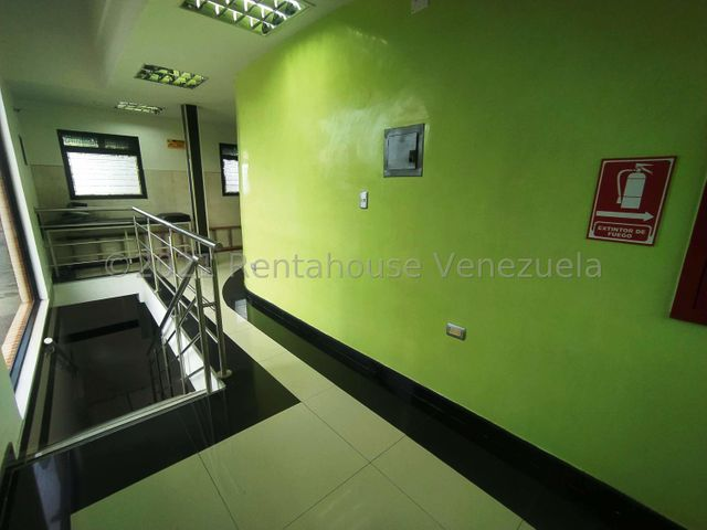 Consultorio Medico  Lara>Barquisimeto>Nueva Segovia - Alquiler:200 Precio Referencial - codigo: 21-22654