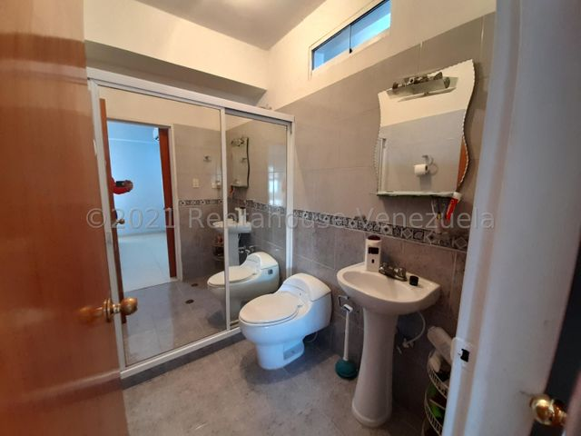 Apartamento Aragua>Maracay>Base Aragua - Venta:54.000 Precio Referencial - codigo: 21-22527