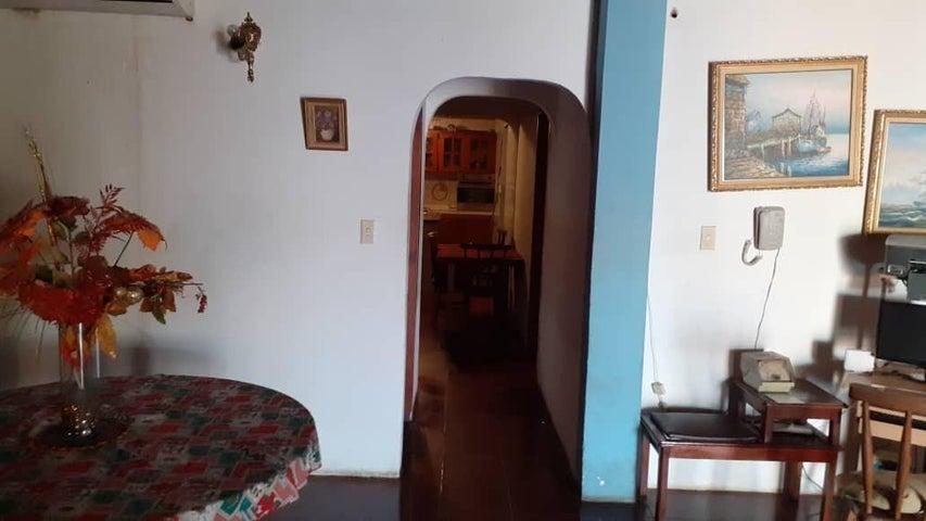 Casa Anzoategui>Barcelona>Boyaca II - Venta:30.000 Precio Referencial - codigo: 21-22504