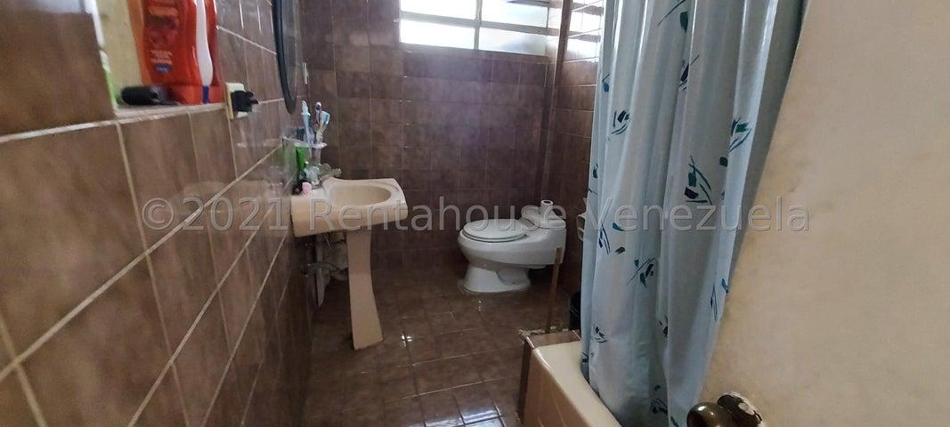 Casa Distrito Metropolitano>Caracas>Santa Eduvigis - Venta:165.000 Precio Referencial - codigo: 21-153