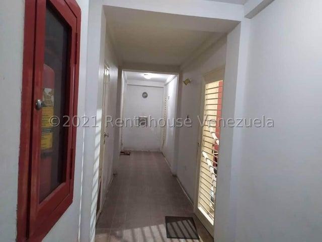 Apartamento Carabobo>Valencia>Los Caobos - Venta:10.900 Precio Referencial - codigo: 21-22594