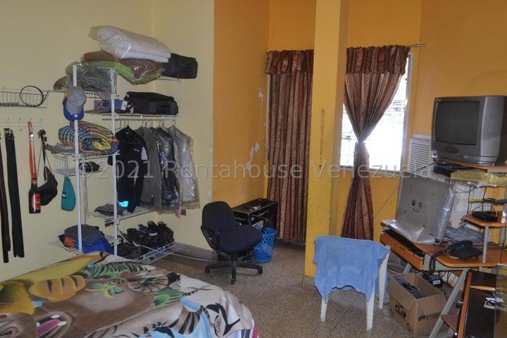 Casa Distrito Metropolitano>Caracas>San Agustin del Norte - Venta:80.000 Precio Referencial - codigo: 21-22634