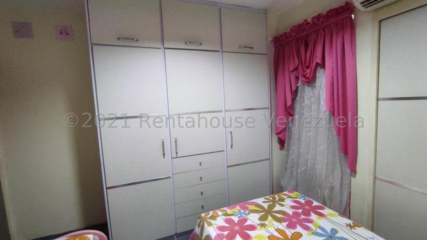 Apartamento Aragua>Maracay>Urbanizacion El Centro - Venta:28.000 Precio Referencial - codigo: 21-22627