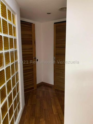 Local Comercial Distrito Metropolitano>Caracas>Prados del Este - Alquiler:350 Precio Referencial - codigo: 21-22648