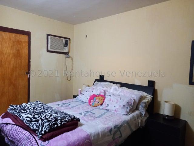 Casa Zulia>Maracaibo>Club Hipico - Venta:15.500 Precio Referencial - codigo: 21-22639