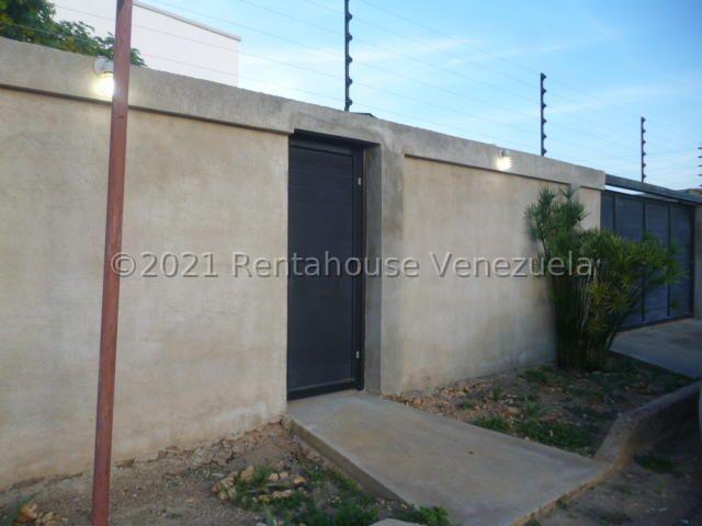 Casa Falcon>Punto Fijo>Guanadito - Venta:55.000 Precio Referencial - codigo: 21-22655
