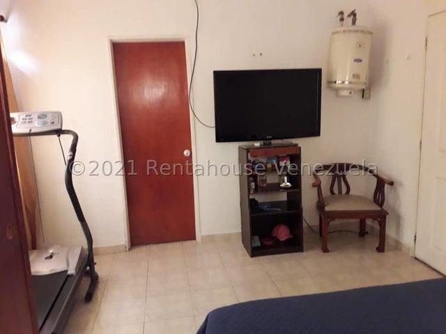 Townhouse Miranda>Guarenas>Nueva Casarapa - Venta:28.000 Precio Referencial - codigo: 21-24414