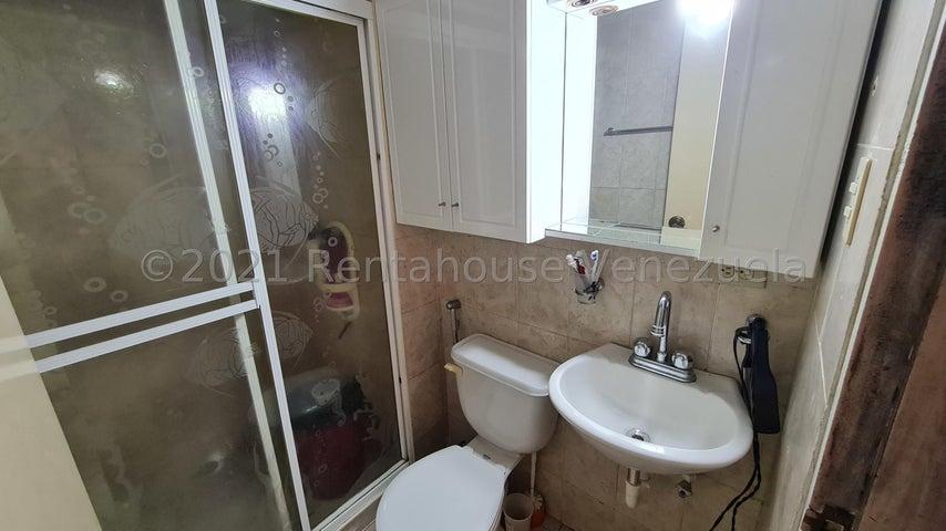Apartamento Anzoategui>Puerto La Cruz>Complejo Turistico El Morro - Venta:22.000 Precio Referencial - codigo: 21-23513