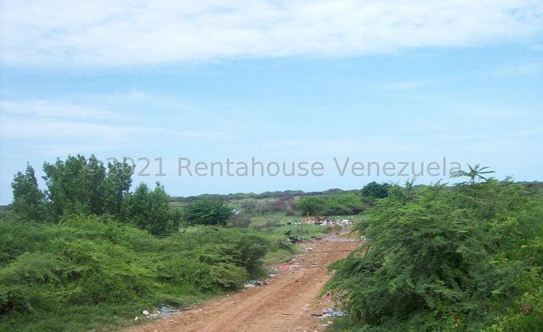 Terreno Falcon>Chichiriviche>Flamingo - Venta:60.000 Precio Referencial - codigo: 21-23520