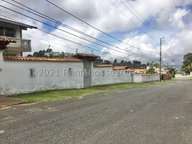 Casa Miranda>San Antonio de los Altos>Club de Campo - Venta:300.000 Precio Referencial - codigo: 21-23784