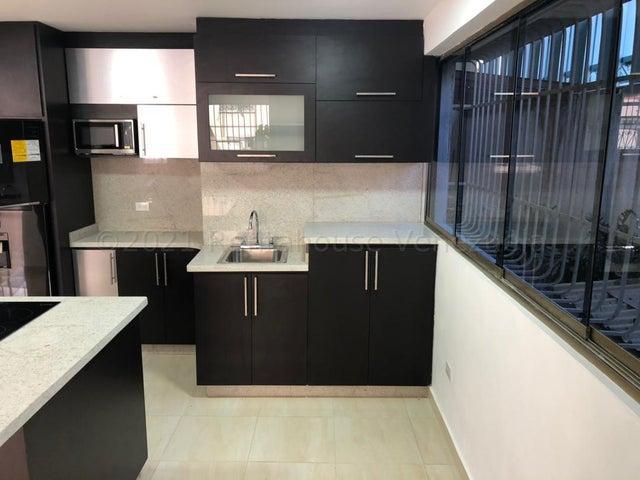 Apartamento Distrito Metropolitano>Caracas>Altamira Sur - Alquiler:650 Precio Referencial - codigo: 21-24142