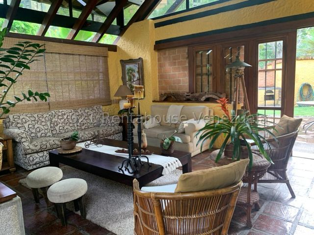 Casa Distrito Metropolitano>Caracas>Miranda - Venta:400.000 Precio Referencial - codigo: 21-24203