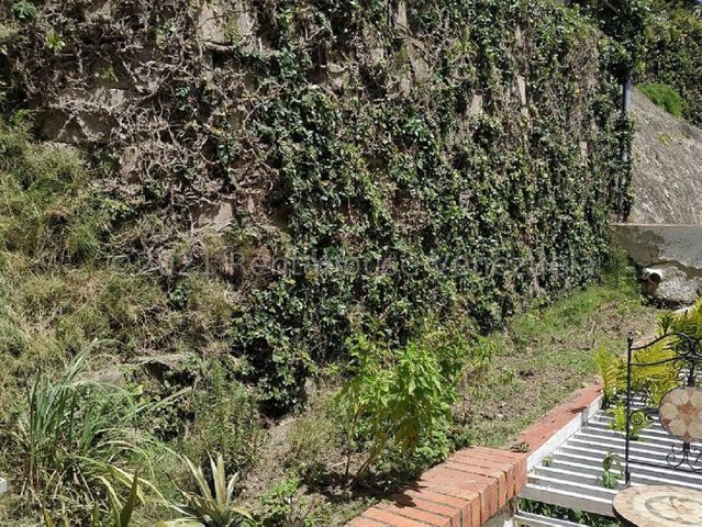 Casa Distrito Metropolitano>Caracas>Lomas de La Trinidad - Venta:285.000 Precio Referencial - codigo: 21-24266