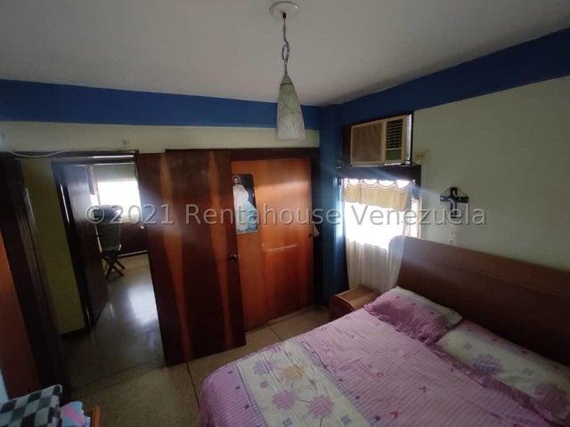 Apartamento Lara>Cabudare>Centro - Venta:11.500 Precio Referencial - codigo: 21-24779