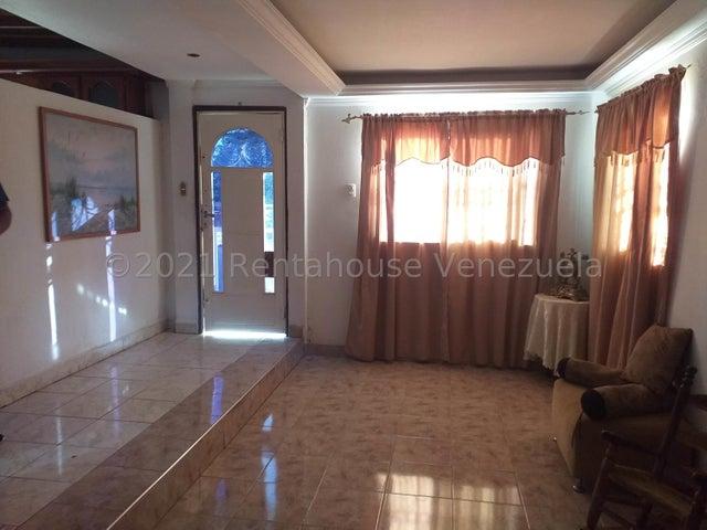 Casa Falcon>Coro>Centro - Venta:33.000 Precio Referencial - codigo: 21-24829