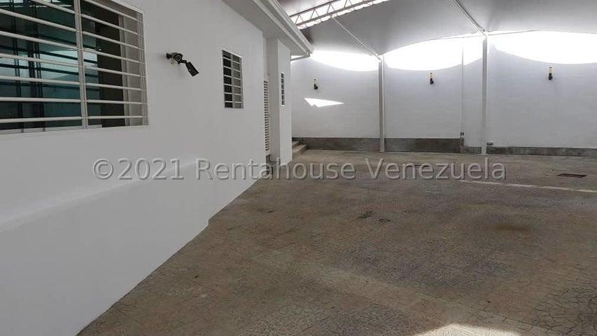 Casa Distrito Metropolitano>Caracas>Altamira - Alquiler:3.000 Precio Referencial - codigo: 21-25015