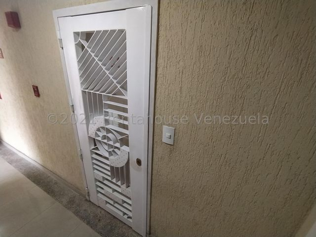 Apartamento Distrito Metropolitano>Caracas>El Paraiso - Venta:42.000 Precio Referencial - codigo: 21-25196