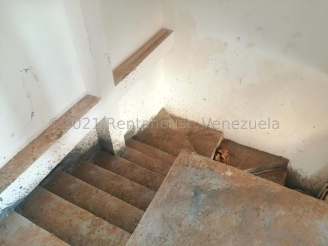 Townhouse Zulia>Maracaibo>Via Aeropuerto - Venta:10.000 Precio Referencial - codigo: 21-25232