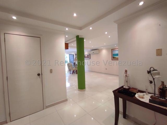 Townhouse Aragua>La Victoria>Avenida Victoria - Venta:110.000 Precio Referencial - codigo: 21-25238