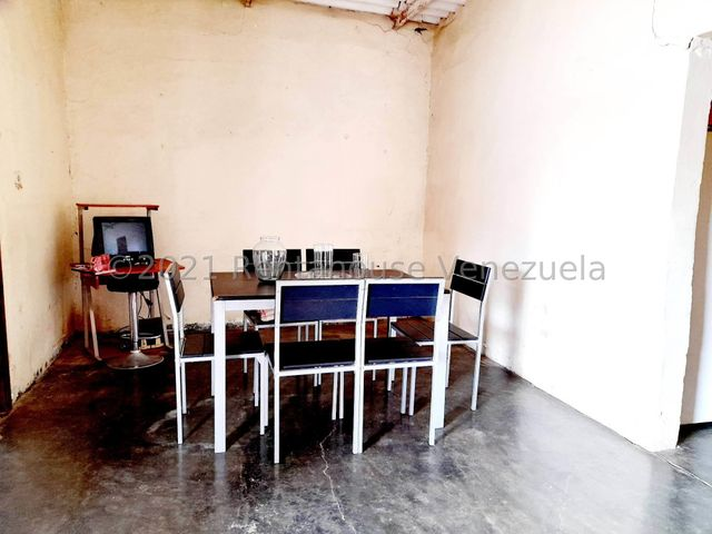 Casa Falcon>Coro>Centro - Venta:14.000 Precio Referencial - codigo: 21-25246
