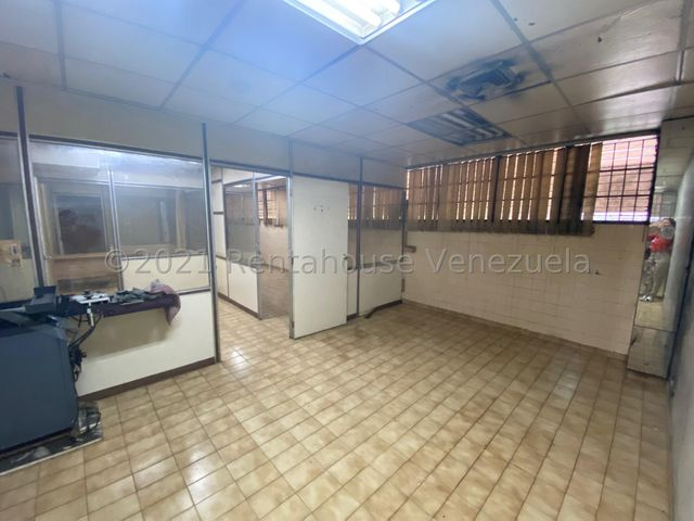 Local Comercial Distrito Metropolitano>Caracas>La Urbina - Venta:89.000 Precio Referencial - codigo: 21-25617
