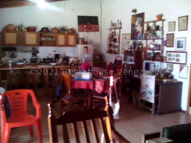 Casa Falcon>Sierra de Falcon>Coro-Churuguara - Venta:14.000 Precio Referencial - codigo: 21-25698