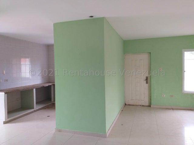Casa Falcon>Coro>Sector Chimpire - Venta:42.000 Precio Referencial - codigo: 21-25780