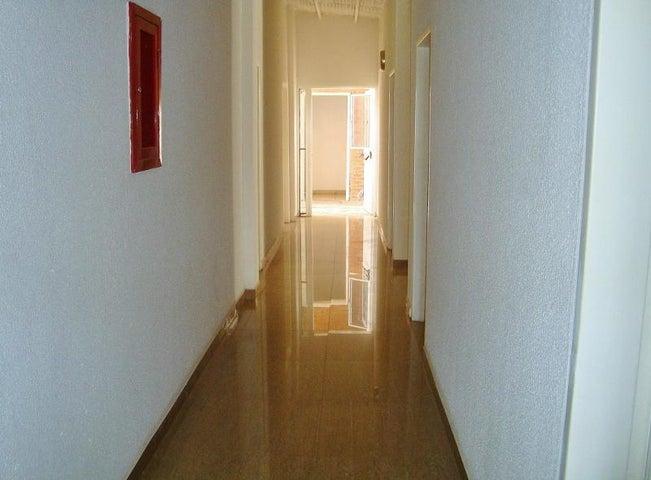 Edificio Anzoategui>Anaco>Las Tinajas - Venta:315.000 Precio Referencial - codigo: 21-25827