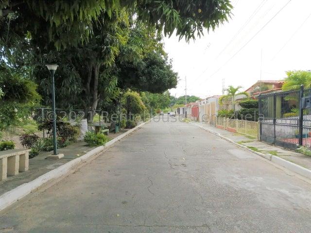 Casa Lara>Cabudare>Valle Hondo - Venta:21.000 Precio Referencial - codigo: 21-26092