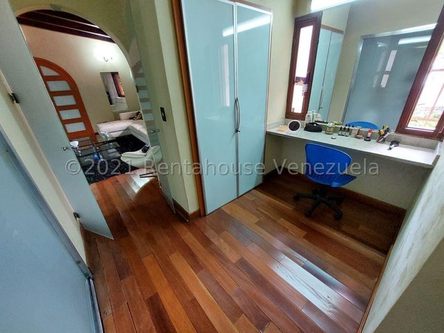 Casa Distrito Metropolitano>Caracas>Macaracuay - Venta:750.000 Precio Referencial - codigo: 21-26215