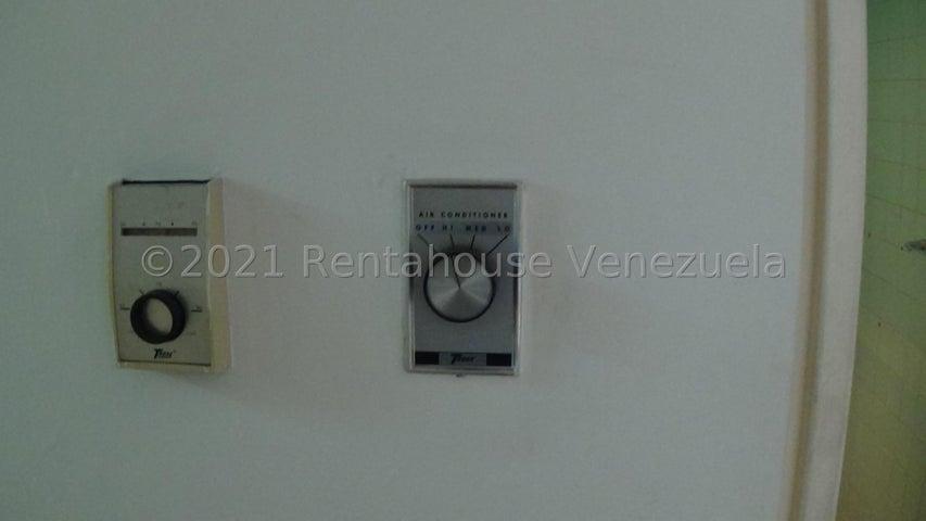 Local Comercial Distrito Metropolitano>Caracas>Macaracuay - Alquiler:400 Precio Referencial - codigo: 21-26368