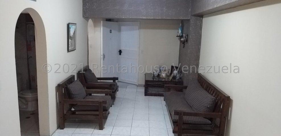 Apartamento Miranda>Guarenas>La Llanada - Venta:17.000 Precio Referencial - codigo: 21-27000