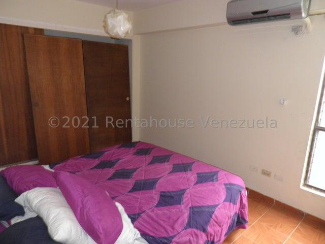 Apartamento Carabobo>Municipio Naguanagua>Tazajal - Venta:18.000 Precio Referencial - codigo: 21-27229