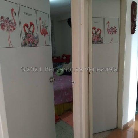 Apartamento Miranda>Los Teques>Los Teques - Venta:16.000 Precio Referencial - codigo: 21-27081