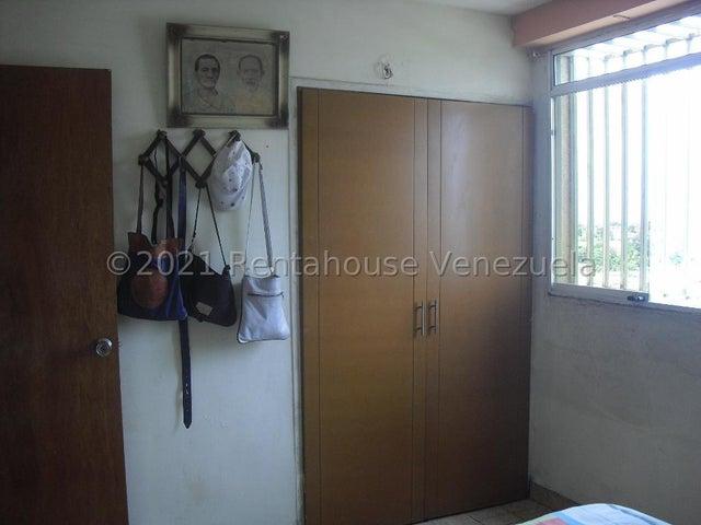 Apartamento Lara>Barquisimeto>Avenida Libertador - Venta:17.000 Precio Referencial - codigo: 21-27234