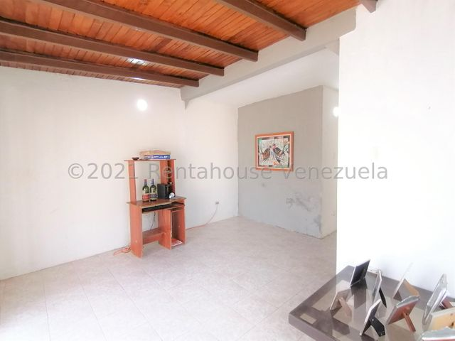 Casa Lara>Cabudare>Valle Hondo - Venta:18.000 Precio Referencial - codigo: 21-27263