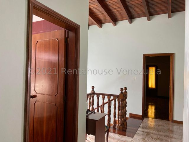 Casa Distrito Metropolitano>Caracas>Los Naranjos del Cafetal - Venta:250.000 Precio Referencial - codigo: 21-27283