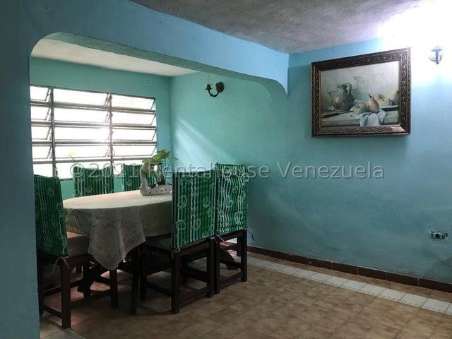 Casa Miranda>Los Teques>Los Teques - Venta:59.500 Precio Referencial - codigo: 21-27408