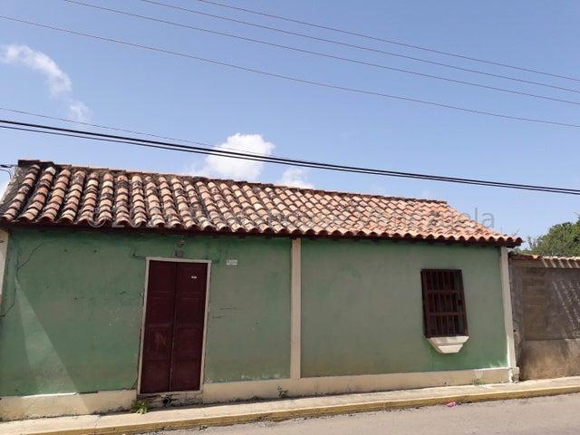 Terreno Falcon>Coro>Centro - Venta:6.500 Precio Referencial - codigo: 21-27453