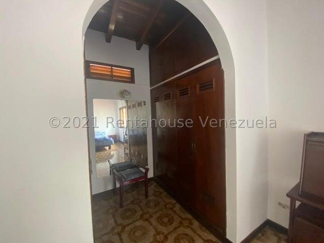 Casa Distrito Metropolitano>Caracas>La Lagunita Country Club - Venta:445.000 Precio Referencial - codigo: 21-27503