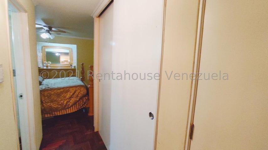 Apartamento Miranda>San Antonio de los Altos>La Rosaleda - Venta:55.000 Precio Referencial - codigo: 21-27697