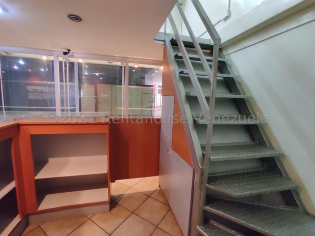 Local Comercial Aragua>Maracay>Base Aragua - Venta:19.500 Precio Referencial - codigo: 21-27533