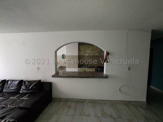Apartamento Lara>Cabudare>La Mata - Venta:11.000 Precio Referencial - codigo: 21-27568