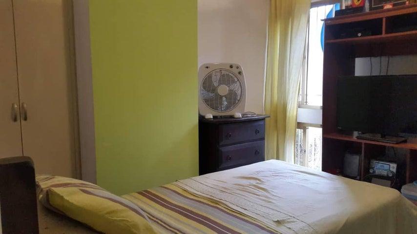 Apartamento Distrito Metropolitano>Caracas>El Paraiso - Venta:35.000 Precio Referencial - codigo: 21-27589