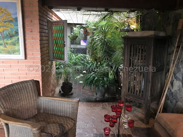 Casa Distrito Metropolitano>Caracas>Los Naranjos del Cafetal - Venta:440.000 Precio Referencial - codigo: 21-27620