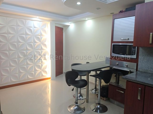 Apartamento Carabobo>Valencia>Las Chimeneas - Venta:35.000 Precio Referencial - codigo: 21-27600