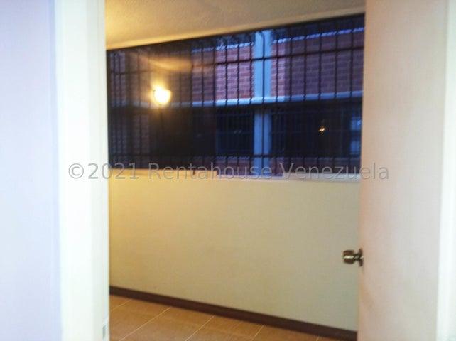 Apartamento Miranda>Guarenas>Camino Real - Venta:14.500 Precio Referencial - codigo: 21-27601
