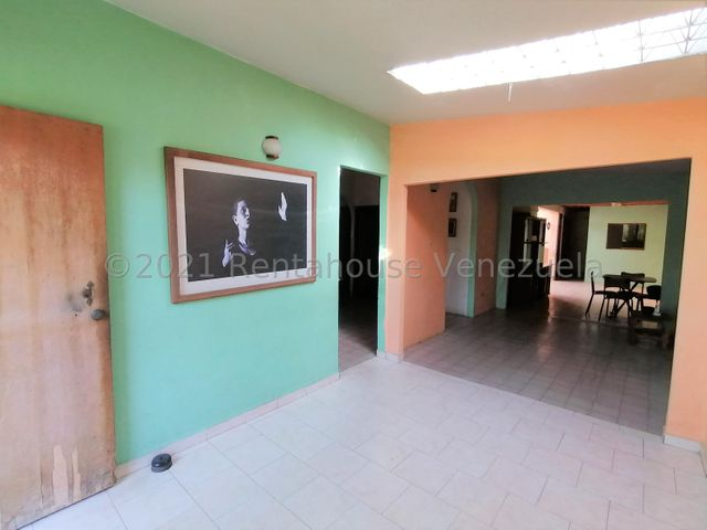Casa Lara>Cabudare>El Recreo - Venta:16.000 Precio Referencial - codigo: 21-27621