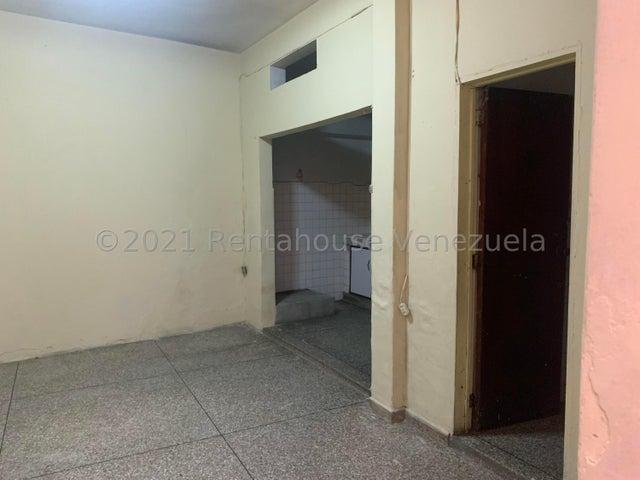Casa Distrito Metropolitano>Caracas>Cementerio - Venta:30.000 Precio Referencial - codigo: 21-27616